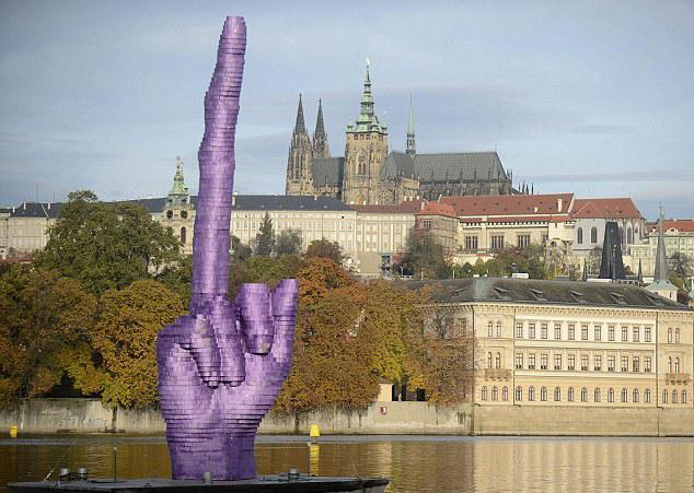 Gesture, David Cerzy, Praag