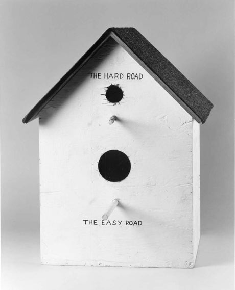 Catholic Birdhouse van Mike Kelley
