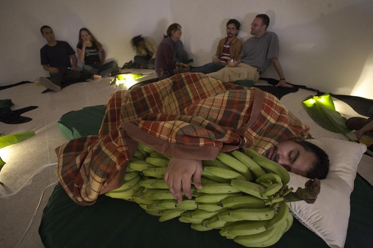 'Para ti el banano madura el peso de tu dulce amor' (2008) by Naufus Ramírez-Figueroa.